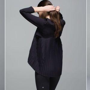 Lululemon pleat on long sleeve perfect condition